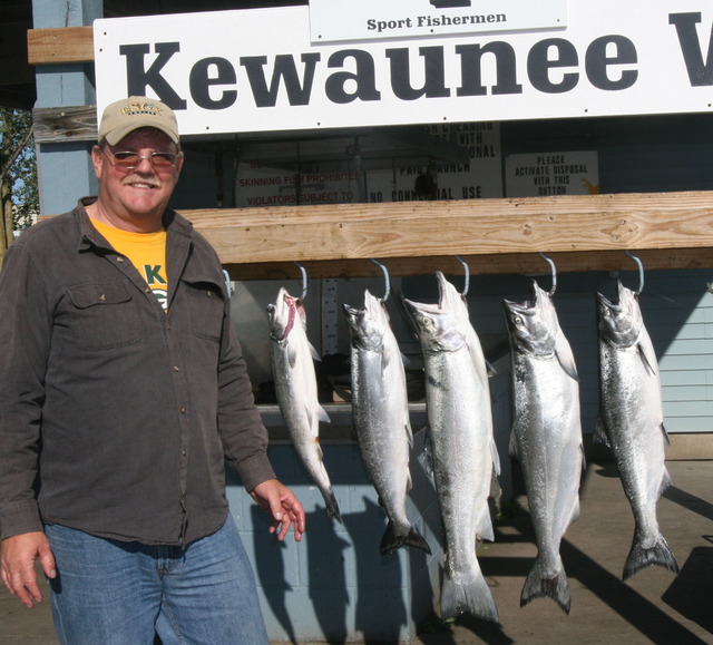 Manistee lake michigan salmon tackle and salmon buster for Kewaunee fishing report